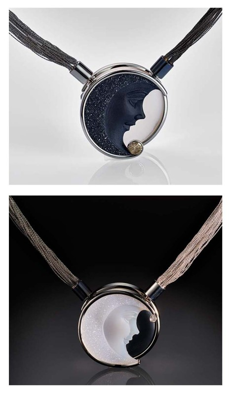 To allow for the carvings to be set up against one another, a local lapidary cut  the black agate from 50 mm to that of the white agate, which is 39 mm in diameter.