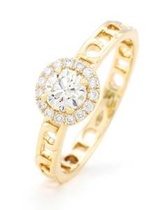 18-karat yellow gold ring by Sartoro, with diamonds (.29 ctw).