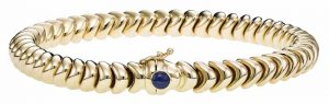 'Paraglider' bracelet in 14-karat yellow gold with blue sapphire on the clasp by Royal Chain.