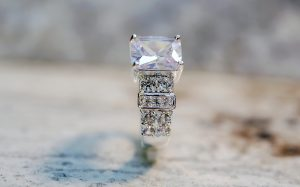 Slight drops were observed in the prices of 0.30-, 0.50-, and one-carat diamonds in August, according to Rapaport. Photo © www.bigstockphoto.com