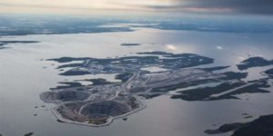 Located 300 km (186 mi) northeast of Yellowknife, the Diavik diamond mine is operated by Rio Tinto.
