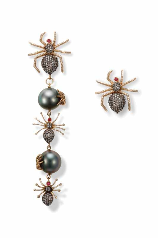 Spider earrings by Cédille Paris in 18-karat pink gold set with brown diamonds and ruby, attached to two Tahitian pearls.