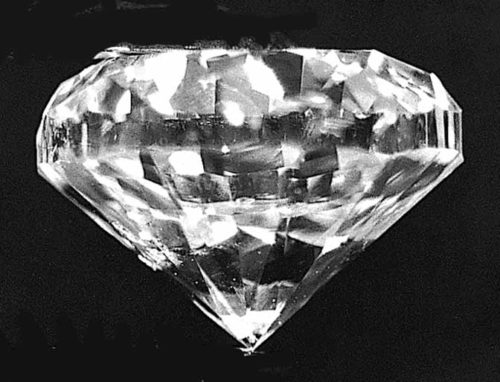 Round diamond with excess weight, which looks smallfor its weight face-up.