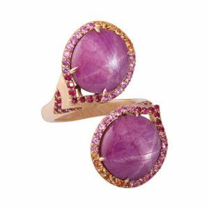 This 18-karat rose gold statement ring by Gigi Ferranti features star rubies (25.35 carats), sapphire, and side rubies. Photo ©Gigi Ferranti