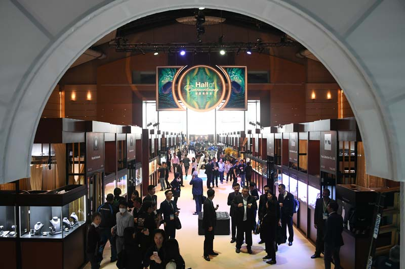 The Hong Kong International Jewellery Show's Hall of Extraordinary presents exquisite pieces with superb gems.