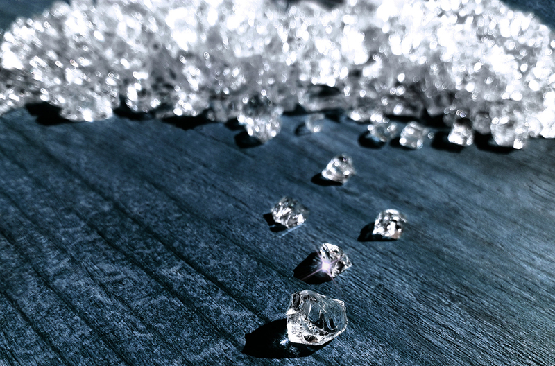 The Gemological Institute of America (GIA) has suspended diamond sealing services after discovering a number of GIA sealing packets had been compromised after leaving the institute.