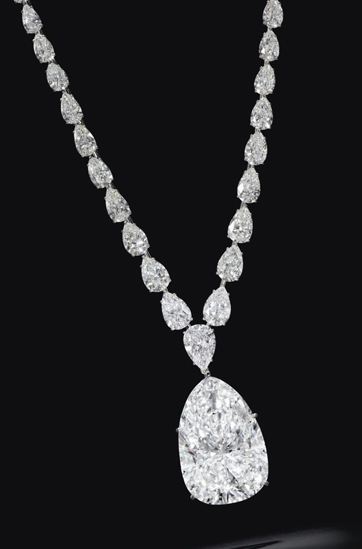 The auction's top lot, a necklace, features a pear-shaped diamond of F colour, VVS1 clarity.